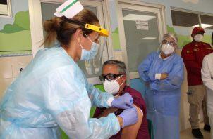 Este nuevo lote de vacunas es parte de la reserva que había dejado el Minsa. Foto: Eric A. Montenegro