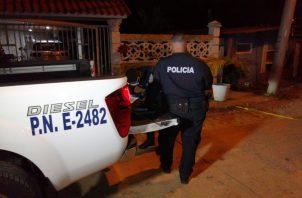 La Policía Nacional acordonó toda el área para preservar la escena del crimen. Foto: Diómedes Sánchez