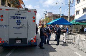 Un seguridad fue lesionado por los delincuentes y trasladado hacia el cuarto de urgencias de la Policlínica Juan Antonio Núñez, en medio de la confusión de las personas.