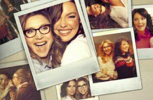 Katherine Heigl y Sara Chalke protagonizan 'El baile de las luciérnagas'. Foto: Netflix