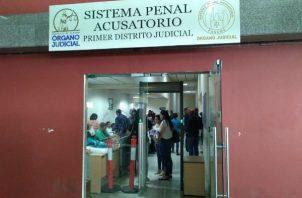 En una audiencia desarrollada en las instalaciones del Sistema Penal Acusatorio (SPA) de Plaza Ágora este jueves, 28 de enero de 2021, la Juez de Garantías, tomó la decisión, luego de escuchar los argumentos tanto del Ministerio Público como de las Defensas.