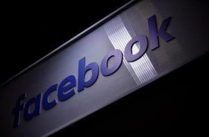 Vista del logo de la red social Facebook.