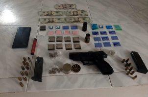 La diligencia de allanamiento fue realizada por la Policía Nacional, Fiscalía de Drogas y Dirección Nacional Antidrogas, debido a una llamada anónima.
