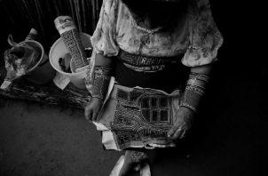 A través de la mola, se identifica la cultura, tradiciones y creencias. Representa la cara íntima del pueblo guna. Foto: EFE.