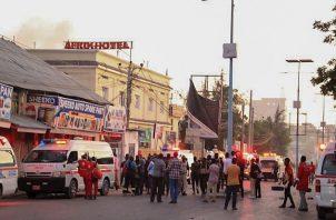 Al menos cinco muertos en un atentando de Al Shabab en un hotel de Mogadiscio. Foto:EFE
