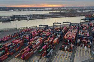 La firma Backer McKenzie reporta que la inversión extranjera directa (IED) de China subió un tercio en Estados Unidos y Canadá. EFE