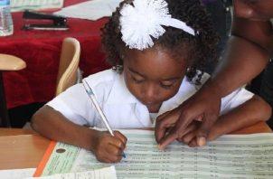 Un total de 70 mil nuevos estudiantes recibirán el doble beneficio del Ifarhu. Foto: Archivos