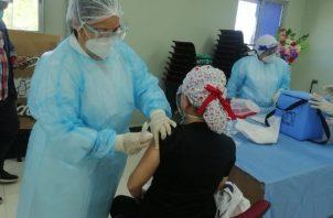 Unas 8,772 de las 12,800 vacunas recibidas, fueron aplicadas entre el personal de Salud en la primera línea de batalla contra la covid-19. Foto: Cortesía