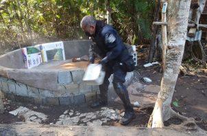 La actividad ilegal parecía unas patronales, con comida, licor y cajas de cerveza. Foto: Mayra Madrid
