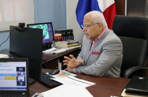Moisés Veliz Arosemana renuncia al Inadeh.