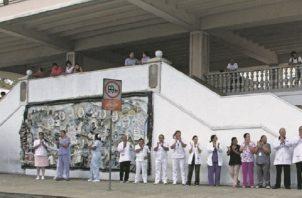 Anteriormente, estos funcionarios han realizado protestas para que se les pague. Foto de archivo