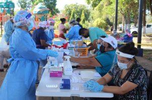 Mientras llegan las vacunas se siguen realizando pruebas en los lugares de mayor contagio. Minsa