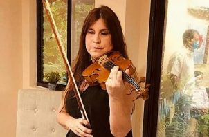 Susana Salas, violinista. Instagram / @susanabsalas