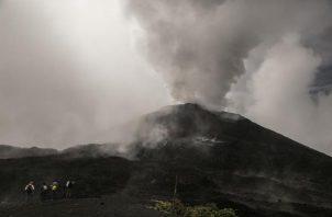 El volcán Pacaya se encuentra ubicado en el departamento de Escuintla, unos 60 kilómetros al sur de la Ciudad de Guatemala.