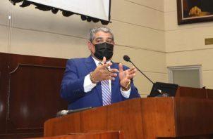 Luis Sucre dijo que las medidas buscaban frenar el aumento de casos.