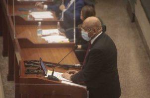 El ministro del MEF, Héctor Alexander, anunció una serie de obras que se están impulsando, pero no habló de un plan inmediato para reactivar la economía. Foto: Víctor Arosemena