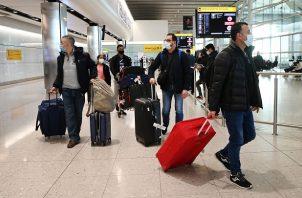 Los viajeros deberán facilitar sus detalles personales y el domicilio en el Reino Unido. Foto: EFE