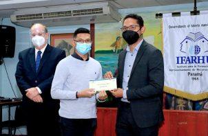 Los profesionales fueron seleccionados por una Comisión Evaluadora de la Universidad de Panamá.