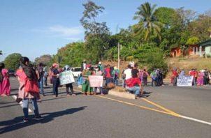 Residentes del Cristo y Potrero de Caña cerraron en días pasados la vía interamericana como protesta.