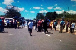 Por casi cuatro horas, los carriles de la vía Interamericana estuvieron cerrados. Foto: Melquiades Vásquez