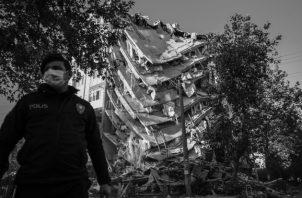 """Terremotos y tsunamis han azotado países y regiones. Pestes como la llamada """"española"""" y otras en la historia han golpeado Europa y el mundo, y no lo han acabado. Siempre se renace. Foto: EFE."""