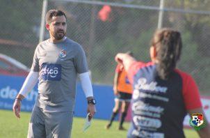 """""""Nacho"""" Quintana durante los entrenamientos con la selección femenina. Foto: @fepafut"""