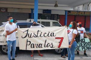 Los familiares gritaron consignas pidiendo justicia. Foto: Diómedes Sánchez