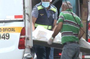 En el lugar, las autoridades buscaban recabar elementos que ayuden a determinar el móvil de este hecho de sangre en Bocas del Toro.