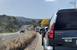 Una gran cantidad de personas se trasladó desde tempranas horas de la mañana de ayer, viernes, hacia el interior del país. Foto: Aurelio Martínez