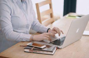 Busca incentivar a las jóvenes entre 12 y 18 años a estudiar carreras en las profesiones relacionadas a la STEM. Pixabay/Ilustración