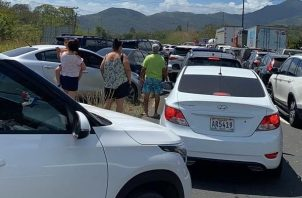 La movilización masiva hacia las diferentes provincias generó un colapso en el cerco sanitario ubicado en el área de El Lago, en Capira. Foto:Cortesía