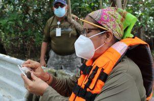 Parte de la estrategia es enseñar a las familias del área todo sobre el cultivo de una forma ordenada de la concha negra.