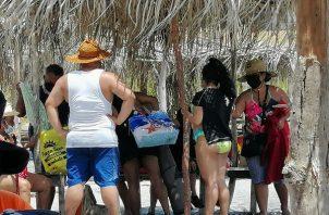 Familias regresan a las playas.
