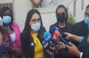 Rodríguez acompañada de un grupo de diputadas señaló que los abusos en contra de los menores de edad se venían dando desde el año 2015 y que esta denuncia presentada consta de más de 700 páginas.