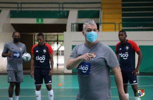 José Botana, técnico de la selección nacional de futsal. Foto: @fepafut