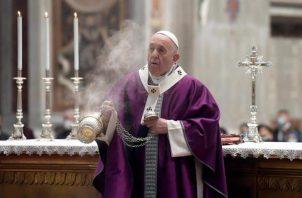 El papa Francisco ya recibió las dos dosis de la vacuna contra la covid-19. EFE