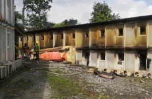 El fuego fue controlado rápidamente evitando que se registraran mayores daños en las estructuras del campamento.