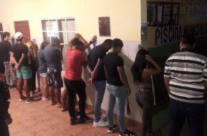 Retenidos por fiesta clandestina en La Chorrera en medio de la pandemia. Foto: @ProtegeryServir