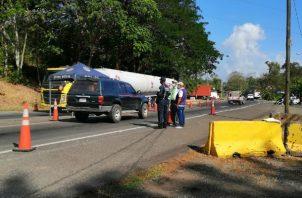 El equipo la oficina regional del Ministerio de Salud (Minsa) se desplegó en el puesto de control de la Policía Nacional (PN) en la Y de Nuevo San Juan, comunidad limítrofe entre las provincias de Panamá y Colón.