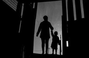 Compartimos el dolor de esos menores, ahora que la realidad aberrante de la crueldad impartida en ellos nos confronta a todos; sentimos empatía, y algún grado de culpa social, porque todos les fallamos. Foto: EFE.