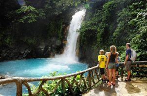 El Gobierno también anunció una serie de inversiones en infraestructura turística en parques nacionales. EFE