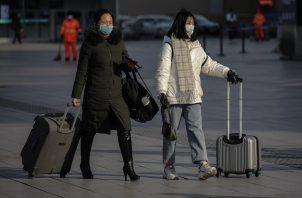 El pasado 9 de febrero, la misión de la OMS que investigó el coronavirus en Wuhan, China, descartó la posibilidad de que el SARS-CoV-2 se hubiese originado en un laboratorio. Foto: EFE