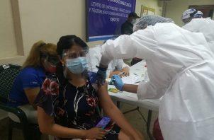 Ya han inmunizado a los adultos mayores que están en los asilos y casas de retiro por el riesgo que corren por el coronavirus.
