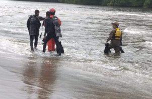 El cuerpo sin vida de la niña de siete meses fue encontrado por los moradores del área.