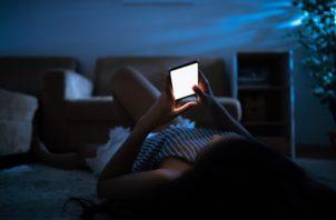 Muchos aprovechan la noche para estar en redes sociales. (Foto ilustrativa: Pixabay)
