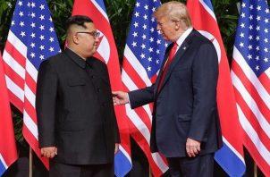 Kim Jong-un (izq.) y Donald Trump llegaron a reconocer públicamente que mantenían buena sintonía. Foto: EFE