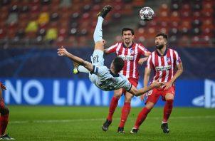 Giroud marcó de chilena al minuto 68 de partido. Foto: @ChelseaFC