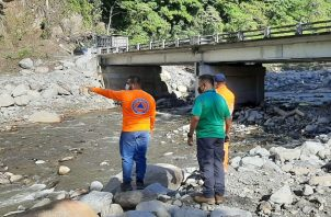 MiAmbiente identificó 13 puntos vulnerables que, de no liberarse, pueden generar embalses en la próxima estación lluviosa. Foto cortesía MiAmbiente