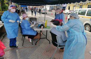 El Minsa realiza miles de pruebas diarias.
