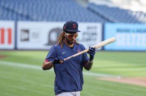 Jonathan Araúz se convirtió en el segundo panameño en debutar con los Medias Rojas en la MLB. Foto: @RedSox